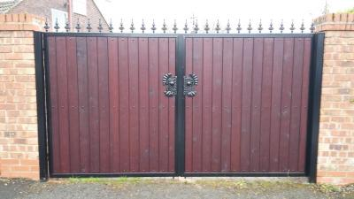 Ref:GTO71 Steel frame wooden gates in Rochdale