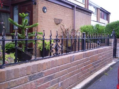 Ref: RA013 Traditional Wrought Iron Railings