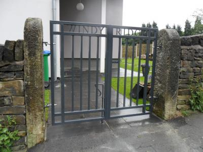 Ref:GT056 Contemporayl Gates In Littleborough.